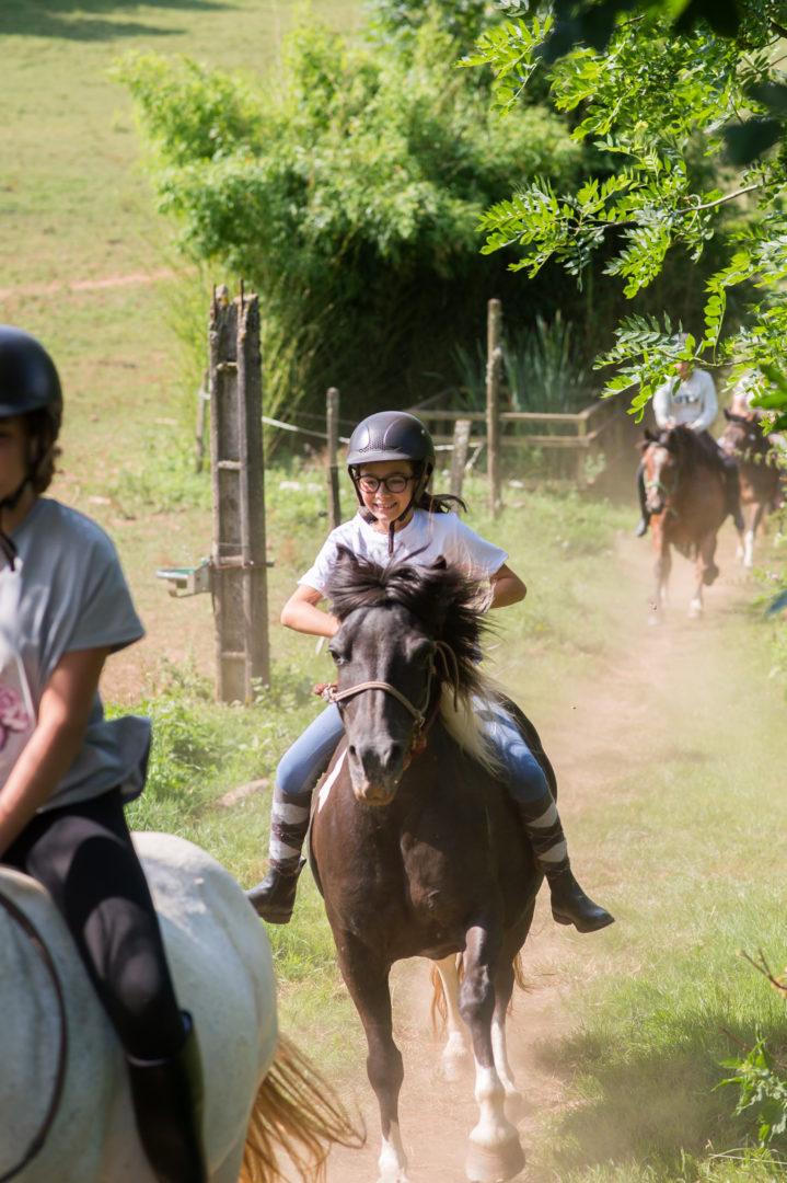balade poney ; balade cheval ; colonie de vacances ; monte licol ; monte éthologique : centre de vacances ; ferme pédagogique