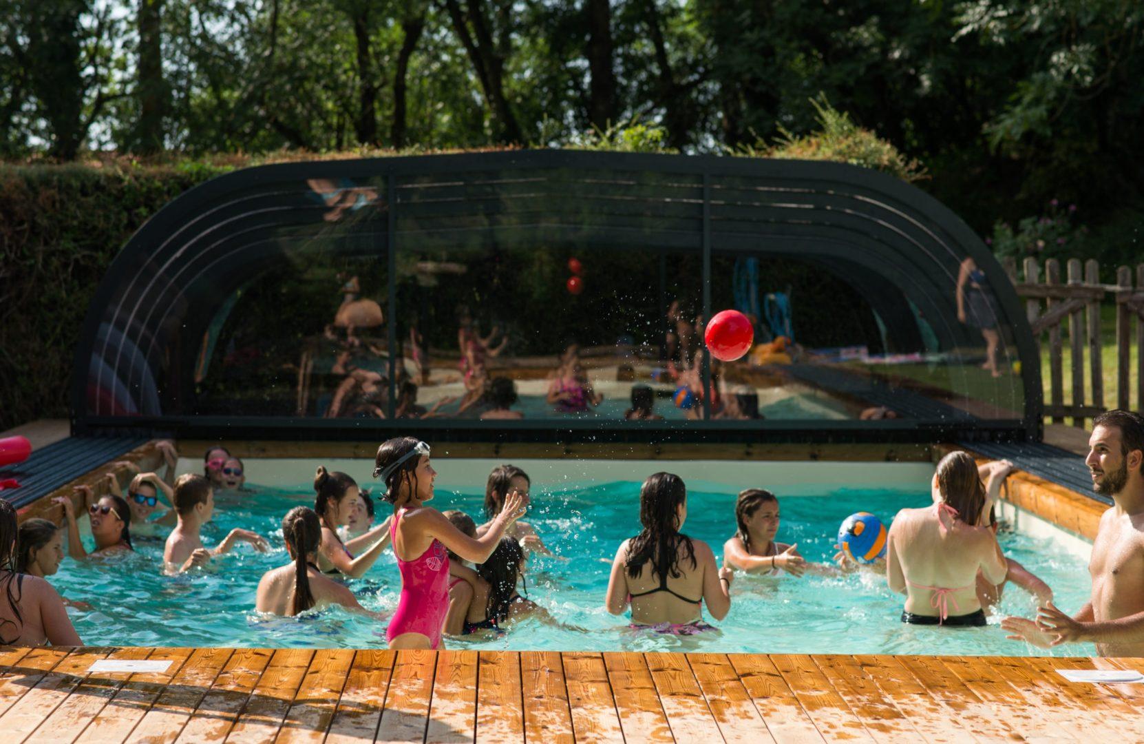 pisciune couverte ; abri piscine ; ferme pédagogique ; colonie de vacances ; centrde de vacances ; gite de groupe ; classe découverte