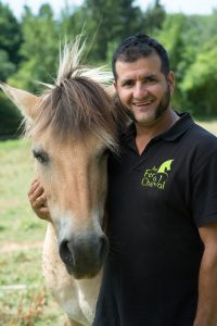 Sylvain carrel ; ferme pédagogique ; au fer a cheval