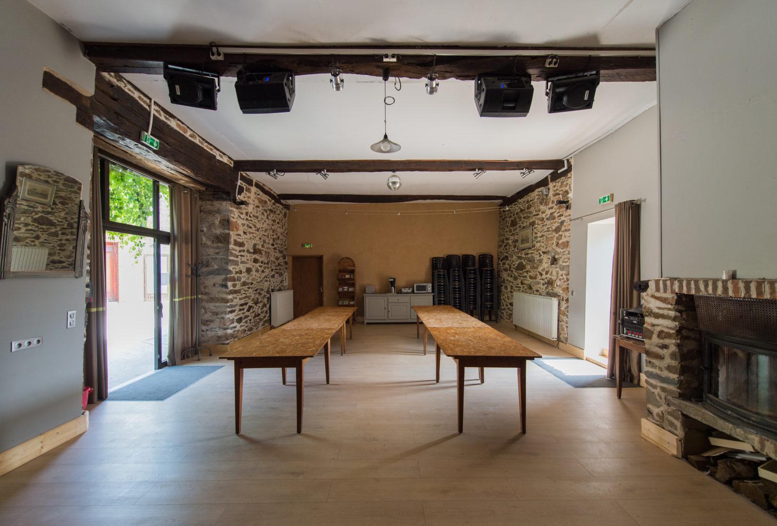 grande salle ; gite de groupe ; centre de vacances ; occitanie ; évènements