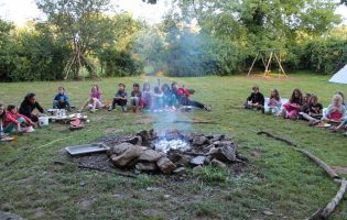 feu de camp bivouac séjour trappeur centre de vacances midi pyrenées